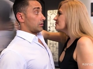Blonde mature babe Dayana Ice is throwing a party, and has